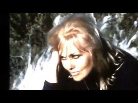 KIM NOVAK sings in her own voice