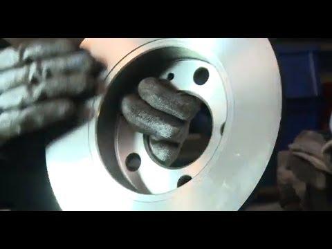 [ VOLKSWAGEN GOLF 4 ] Замена задних тормозных колодок и дисков. How To Replace Disc Brakes.