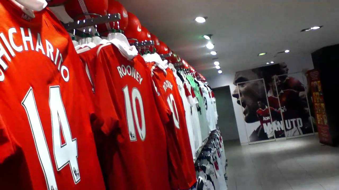 Manchester United Megastore - YouTube 918193ba2620