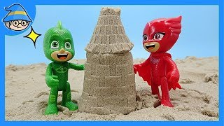 PJ MASKS! Let's make a tower with a kinetic sand. Playing sand in PJ MASKS.