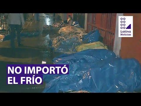 #90Mediodía (19-6-19) Ambulantes durmieron bajo llovizna para cuidar su sitio y seguir vendiendo