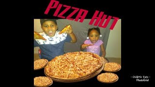PIZZA HUT | KID EATING SHOW | YUMMY! 😋