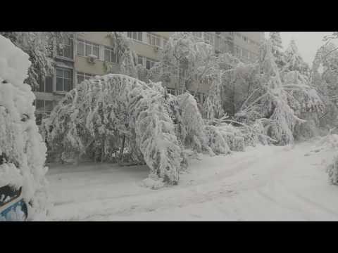 21.04.2017 непроходимый Кишинев, мощный снег. День второй.