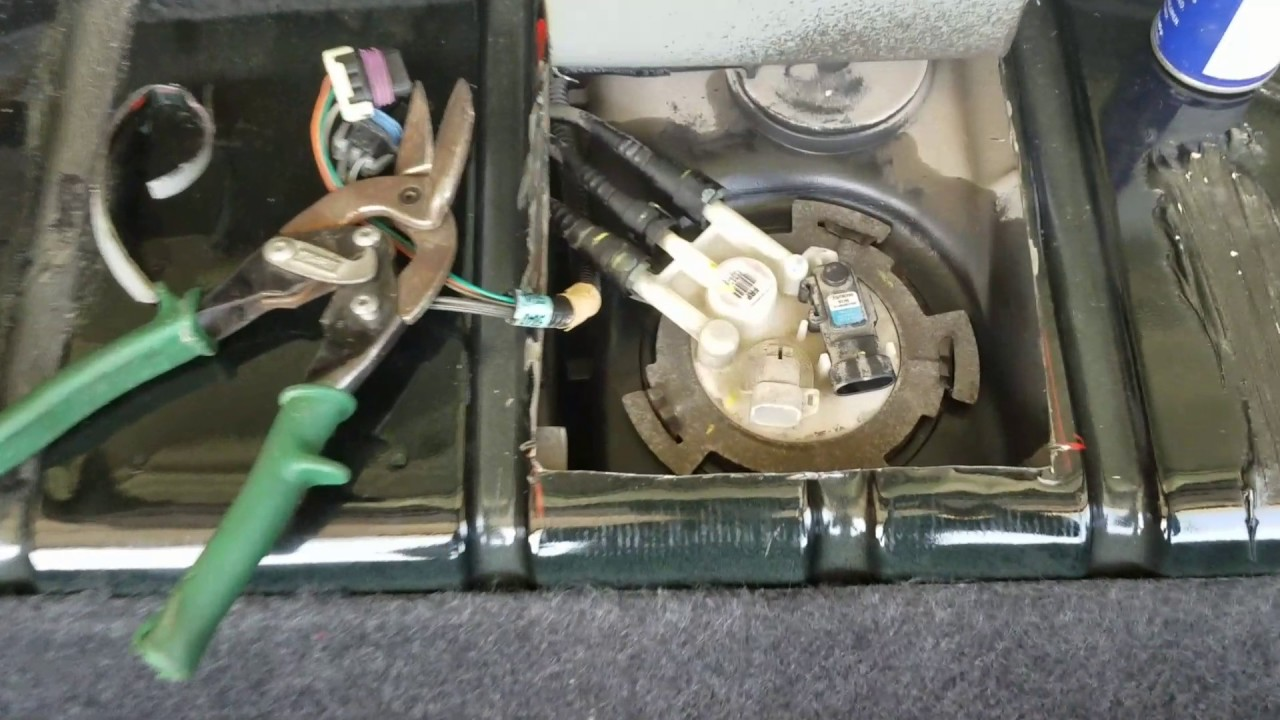 cutting a trap door 1999 trans am fuel pump youtube. Black Bedroom Furniture Sets. Home Design Ideas
