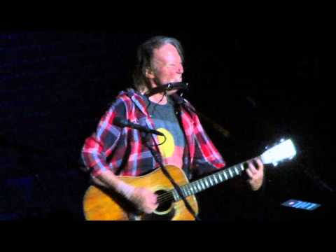 Neil Young - The Needle And The Damage Done/Twisted Road - Live @ TD Garden