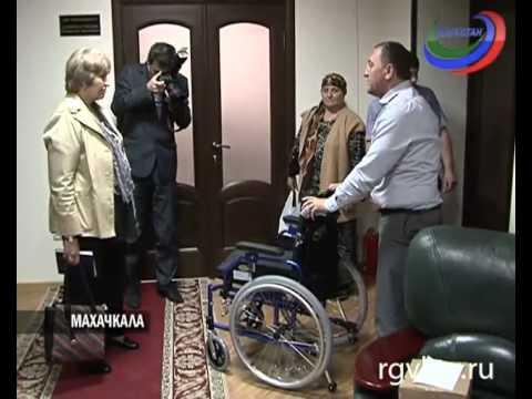 Инвалиду 1 группы Фонд социального страхования вручил многофункциональную коляску