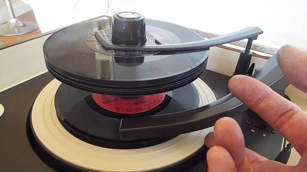 Zenith Stereo Record Player Playing A Stack Of 45 Rpm