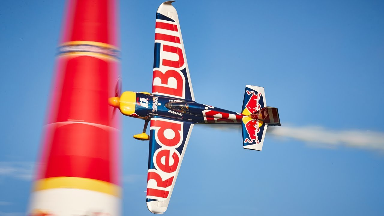 Fly the skies with Red Bull Air Race and Daydream