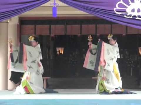 浦安の舞(愛知県護國神社・秋のみたま祭 平成23年10月30日)   by dainipponkoukoku