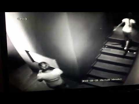 video-pisushi-zhenshina-v-tualete-ochen-bolshie-torchashie-soski-foto