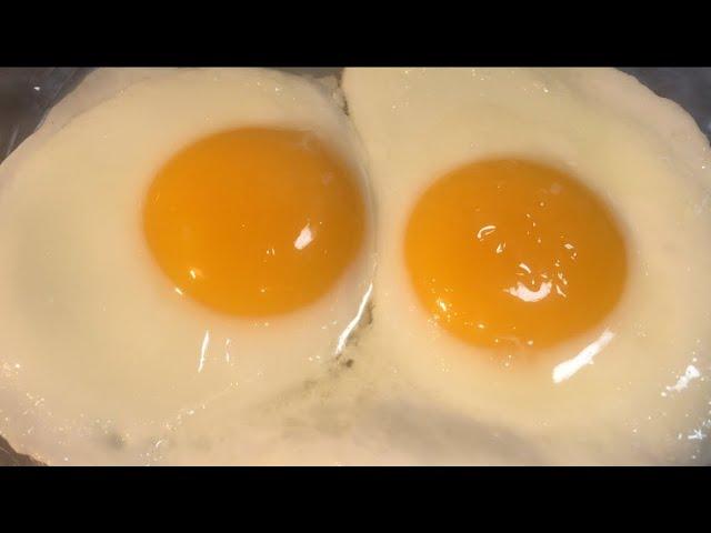 طريقة طهي او عمل بيض العيون Perfect Fried Eggs Sunny Side Up للشيف ايمن حسن Youtube