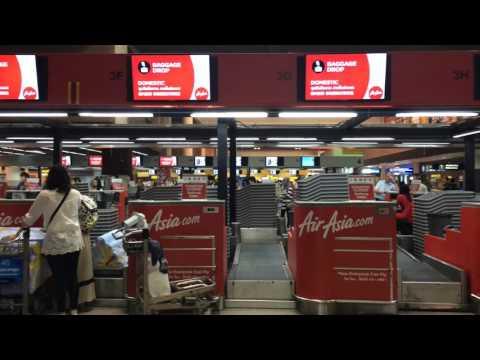 จุดเช็คอินเคาเตอร์ผู้โดยสารสายการบินแอร์เอเชีย AirAsia