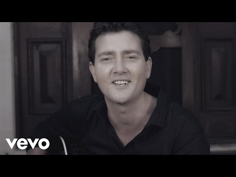 Adam Harvey - She Don't Know She's Beautiful