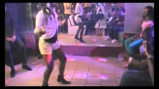 demo de la tchokora par les danseuses de serge beynaud