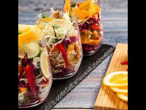 Salată de varză cu smochine și brânză cu mucegai
