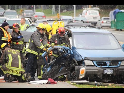 Surrey, BC - Traffic accident w/person trapped - Jaws of Life
