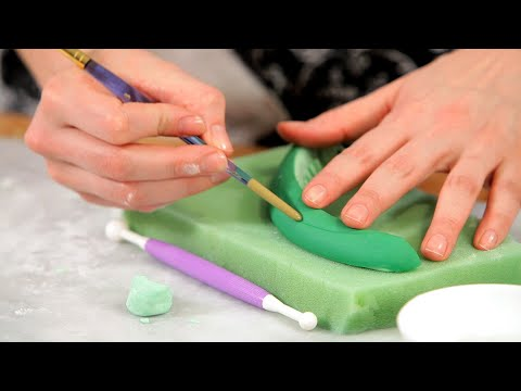 Lesson 7: How to Make a Fondant Pickle