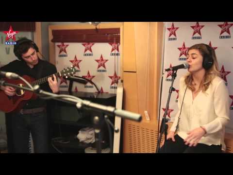 Louane en  dans Le Lab Virgin Radio Radioactive Imagine Dragons Cover