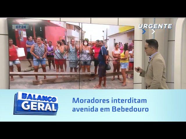 Moradores interditam avenida em Bebedouro