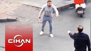 Polise satırla saldıran şahıs vuruldu