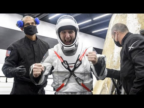شاهد: رواد الفضاء مهمة سبايس إكس يعودون إلى الأرض بعد نصف عام على محطة الفضاء الدولية…