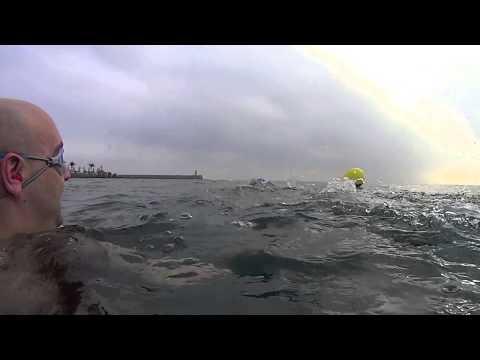 Nadando En La Playa De Castro Urdiales