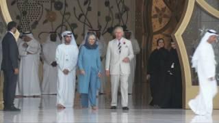 تشارلز وكاميلا في جامع الشيخ زايد الكبير