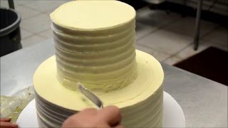 Simply And Easy Method to decorate a wedding cake - Stacking Wedding Cake