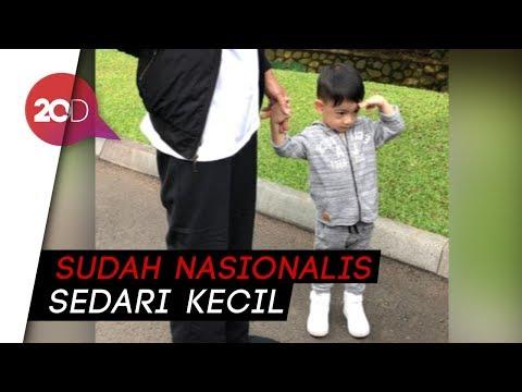 Gaya Hormat Jan Ethes Saat Jokowi Nyanyi 'Indonesia Raya'
