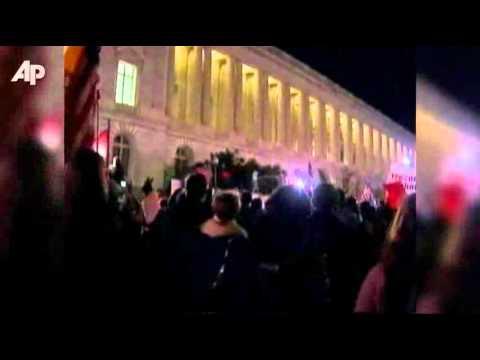 Smoke Bomb Thrown Over White House Fence