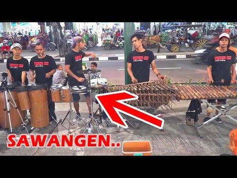 SAWANGEN - Permainan Ketipung & Drum-nya Seru bro!! CAREHAL ANGKLUNG MALIOBORO (Via Vallen /Wandra)