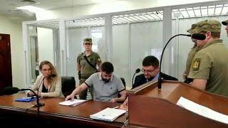 Суд в Киеве освободил журналиста Кирилла Вышинского под личное поручительство.