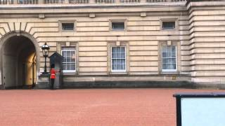Buckingham Palace pirouetting guard shows off his funky dance moves
