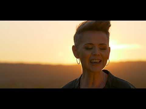 "JENNIFER ZAMUDIO ""Dalk"" (Amptelike Musiekvideo)"