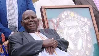 Charles Sseliiso omusajja eyakweka engabo y'emipiira gy'ebika asiimiddwa