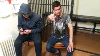 Гопники в метро нарвались на чемпиона по каратэ