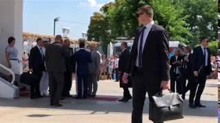 Медведев приехал в Севастополь на парад в День ВМФ