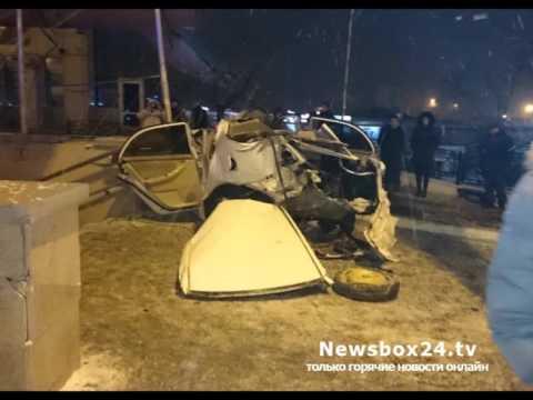 Пассажир легковушки врезавшейся в подземный переход на улице Постышева скончался в больнице