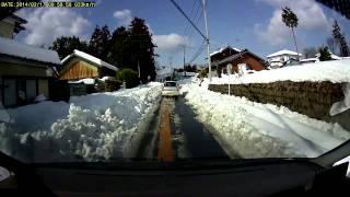 雪のために、片側0.5車線