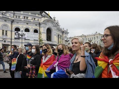 شاهد: أنصار مجتمع -ميم- يشاركون في مسيرتي فخر المثليين بكييف وبلغراد…  - نشر قبل 51 دقيقة