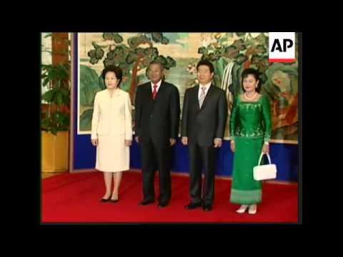 Cambodian leader Hun Sen meets President Roh