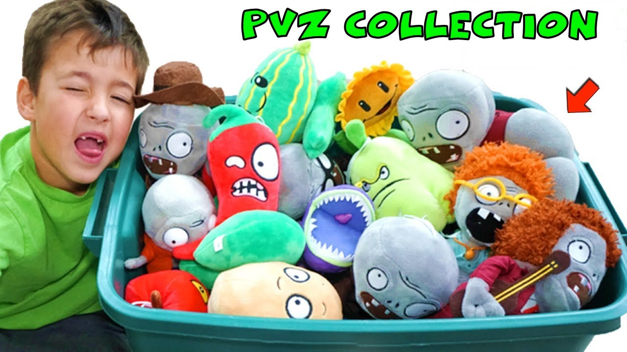 My PLANTS vs ZOMBIES PLUSH Collection + Pretend Garden Warfare Toys Game  Play
