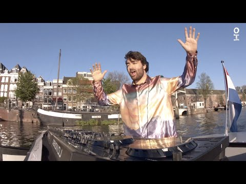 Oliver Heldens Live on a Boat from sunny Amsterdam #RoomServ