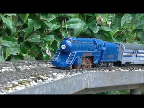 Sakai Standade Model steamliner running in the garden