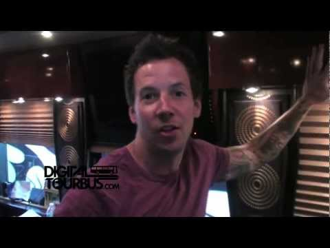 Simple Plan / Pierre Bouvier - BUS INVADERS Ep. 268 (Warped Edition)