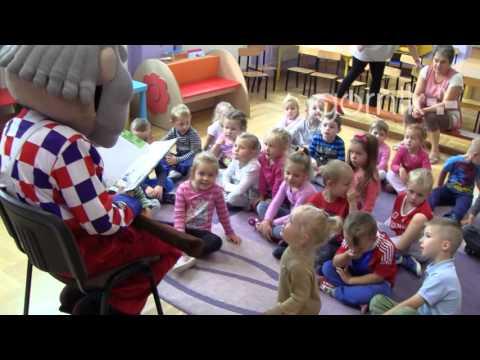 Jorguś uczy, czyta i bawi przedszkolaków