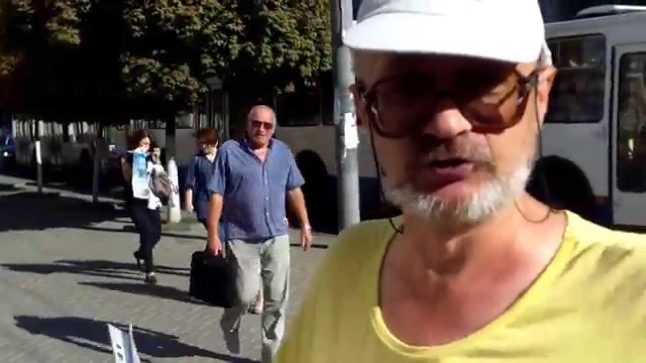 Îl acuză pe Chirtoacă de stalinism și continuă protestul solitar