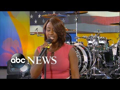 Lincoln Memorial National Anthem Singer Live