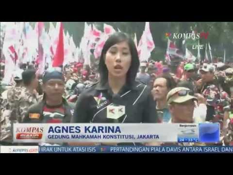 Pendukung Prabowo-Hatta Penuhi Gedung MK - Kompas Siang 20 Agustus 2014