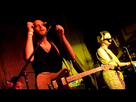 Summer Darling - Trust Me With Your Heart (Again) (Harvard & Stone Bar, Los Angeles CA 8/23/11)